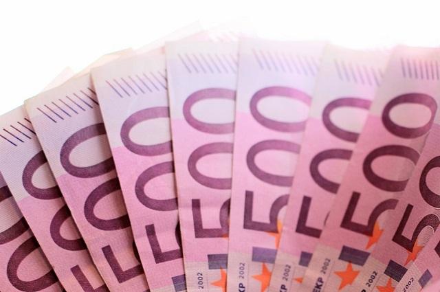 Plik banknotów po 500